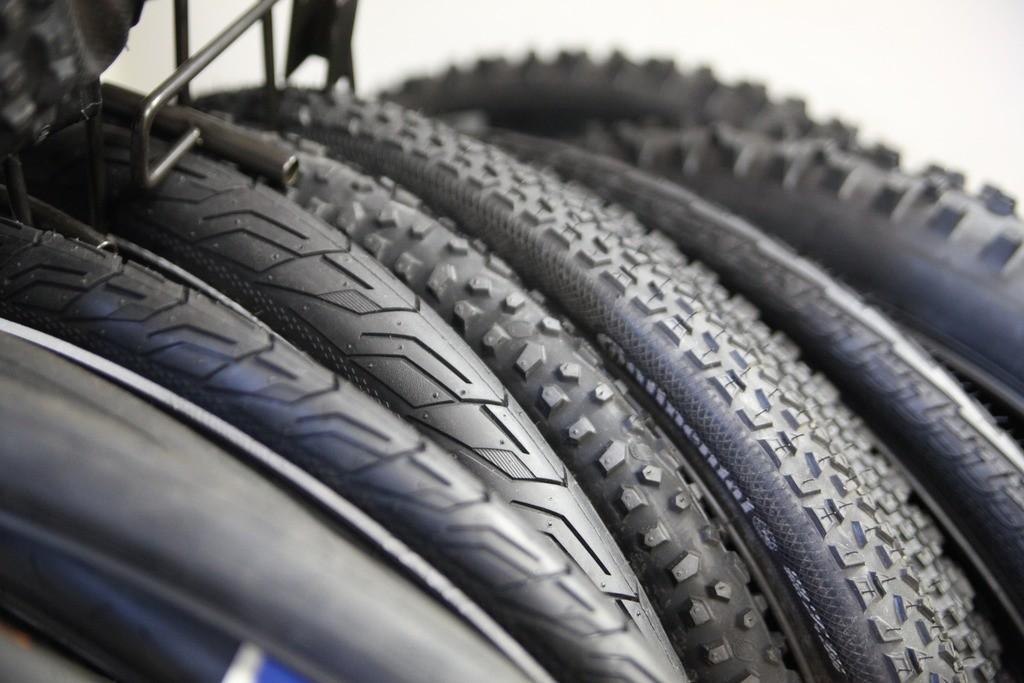 How to Fix a Flat Mountain Bike Tire Mountain Bikes Lab