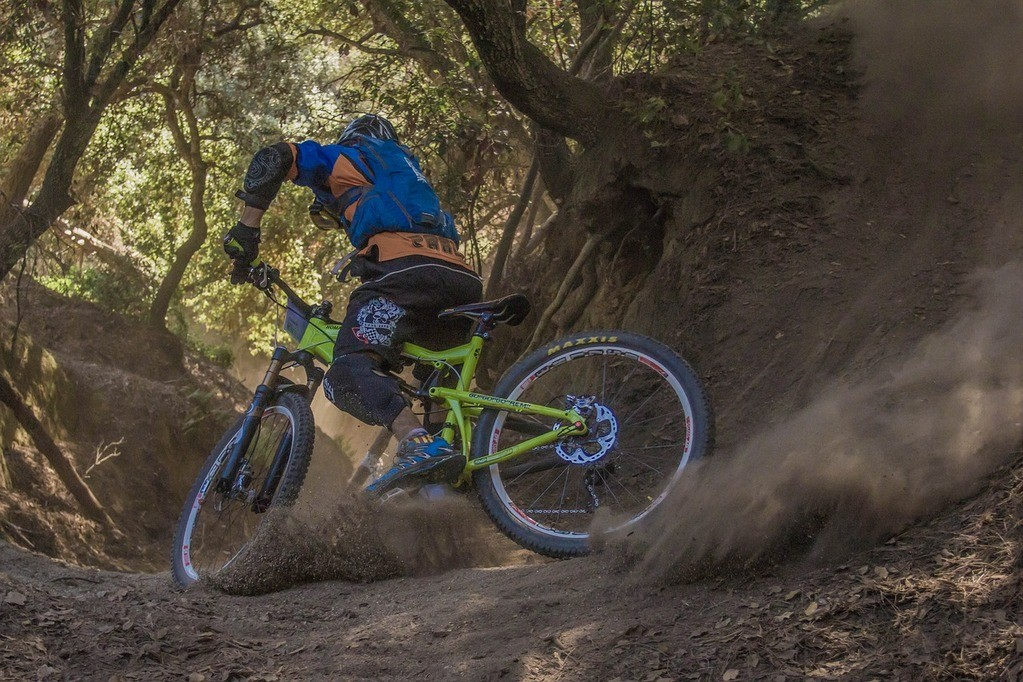 Best Mountain Bike Elbow Pads with Buying Guide